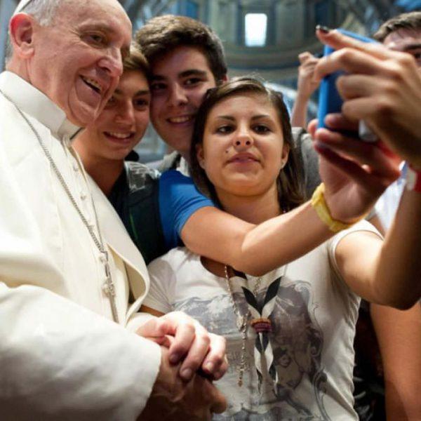 """青年人要""""以双足飞翔"""" —— 教宗方济各宗座劝谕《生活的基督》解析"""