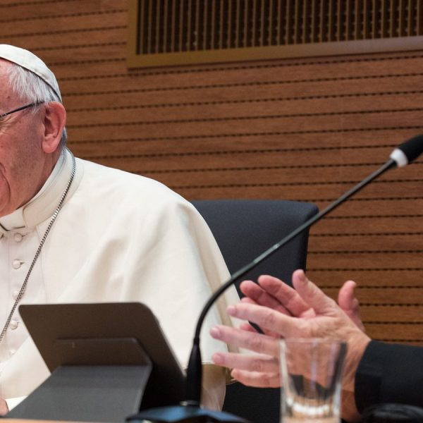 耶稣会士和方济各的眼睛:教宗牧职八周年